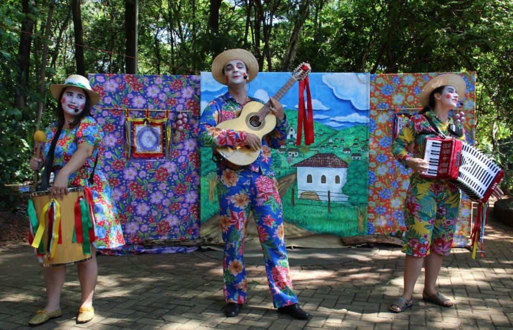 Companhia de teatro encena Romeu e Julieta no Parque Areião no domingo (7)