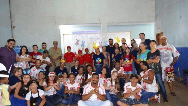 Torcida organizada promove atividades infantis durante a Páscoa