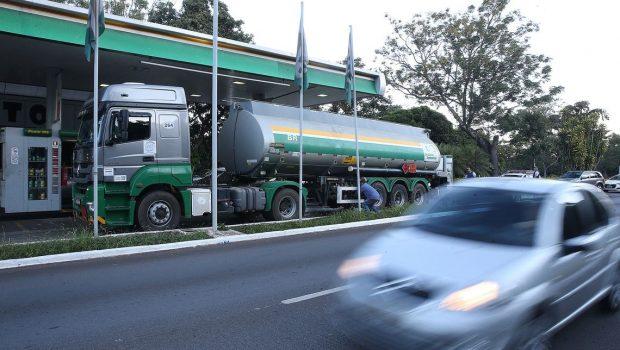 Petrobras segue sem alterar gasolina e diesel nas refinarias nesta quinta-feira