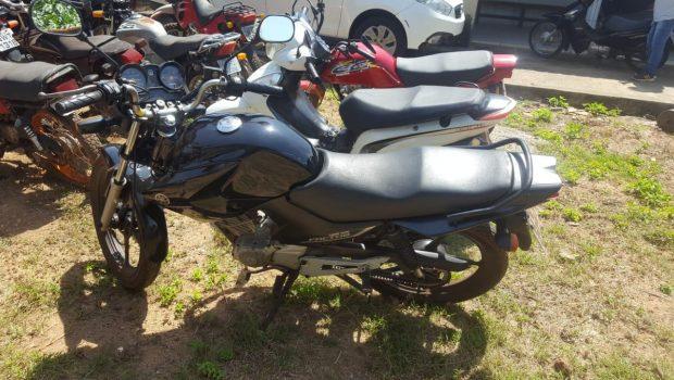 Suspeitos de roubar, adulterar e vender motos na OLX são presos, em Goiás