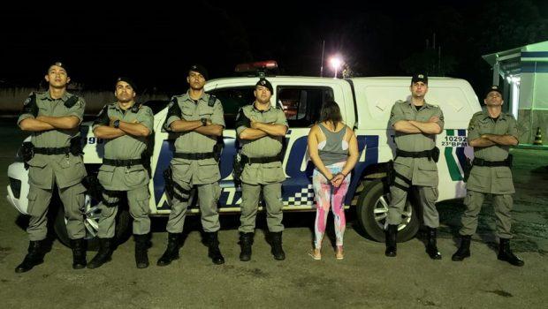 Mulher é presa com armas e munições de calibres restritos em Goiás