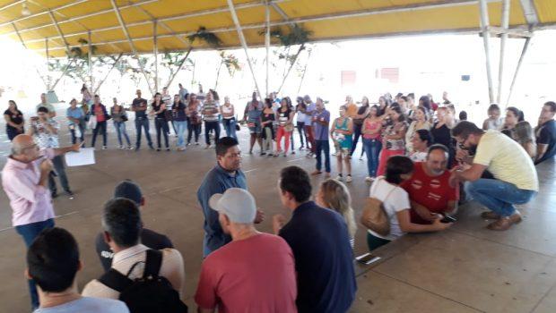 Servidores públicos em greve fazem manifestação em Senador Canedo