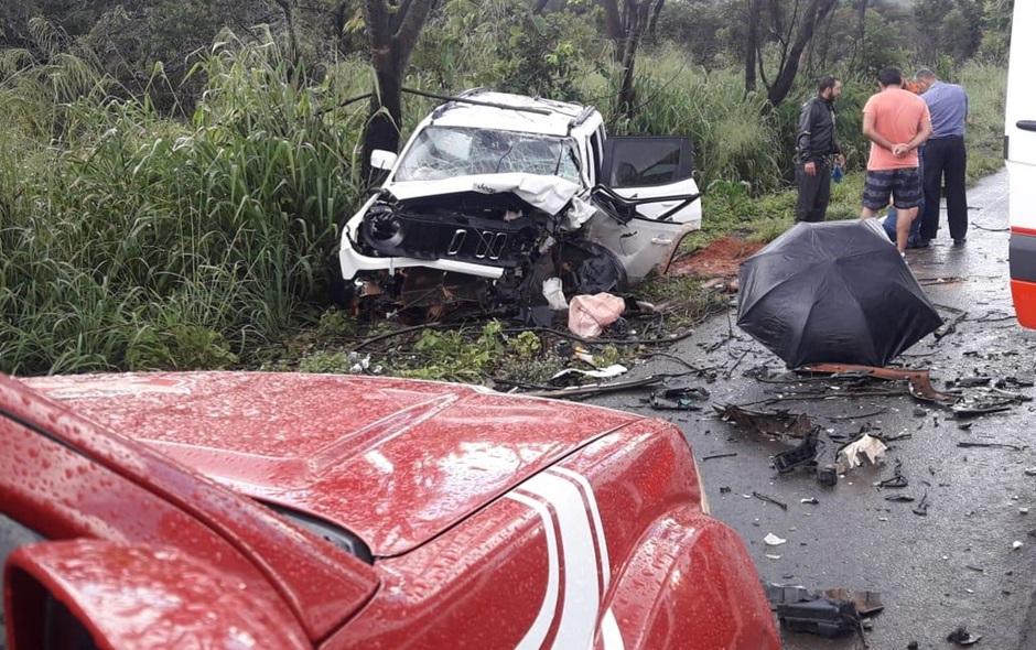Colisão frontal entre dois carros deixa 7 feridos em Formosa