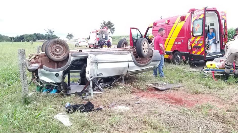 Capotamento deixa quatro pessoas feridas na zona rural de Morrinhos