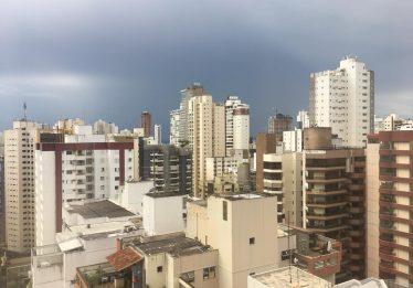 Defesa Civil alerta sobre a possibilidade de grande volume de chuva, em Goiânia
