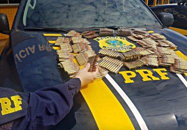 Jovens são detidos com drogas e munições de fuzil na BR-364, em Jataí