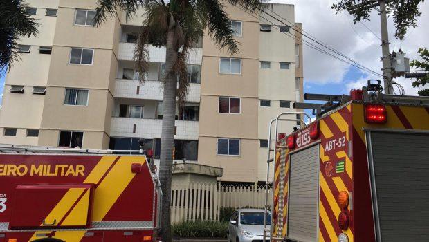 Bombeiros combatem incêndio em apartamento no Jardim América, em Goiânia