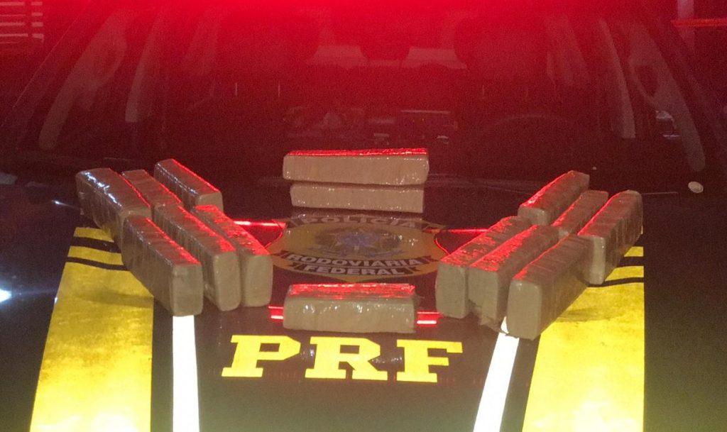 Vídeo: PRF encontra 10 kg de maconha após condutor fugir de fiscalização, em Alexânia