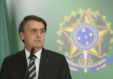 Pergunta ao autor, diz Bolsonaro após endossar texto sobre país ingovernável