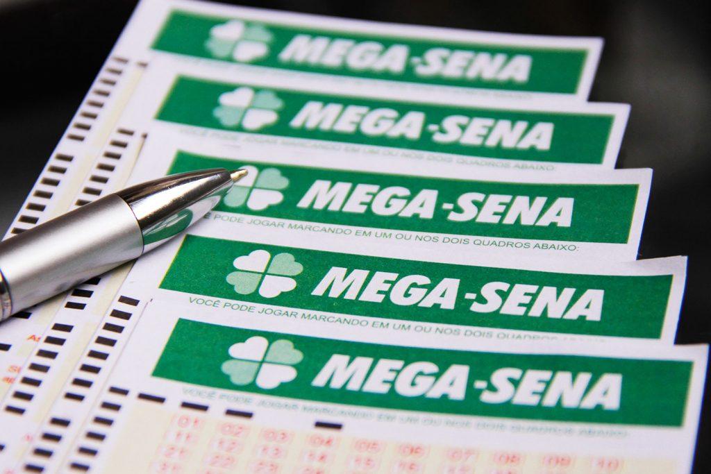 Mega-Sena acumula e pode pagar R$ 48 milhões