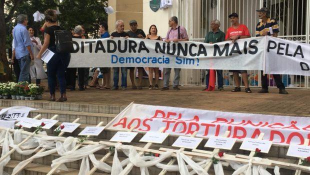Em Goiânia, manifestantes homenageiam vítimas da Ditadura Militar