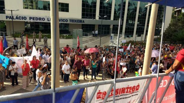 Servidores da Educação suspendem greve e devem voltar às aulas na próxima segunda (15)