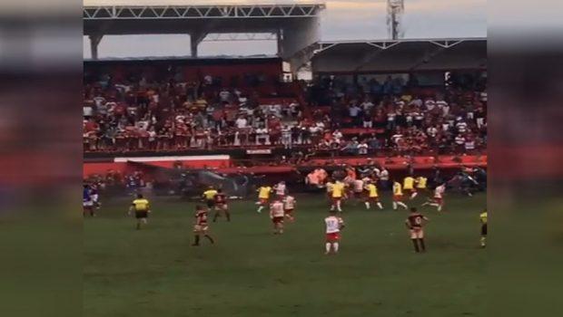 Semifinal entre Atlético-GO e Vila Nova termina com briga generalizada no gramado