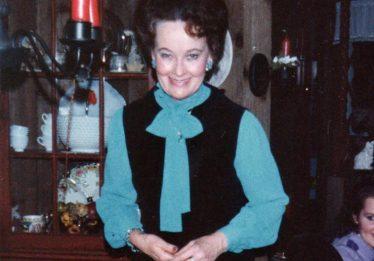 Morre Lorraine Warren, paranormal que inspirou 'Invocação do Mal', aos 92 anos