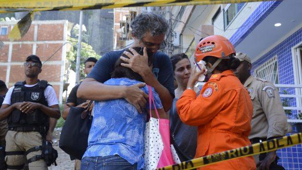 Bombeiros encontram mais um corpo; número de mortos sobe para 10