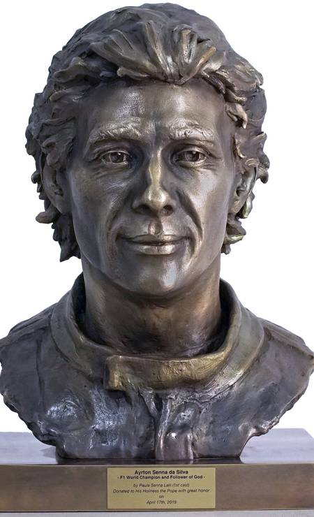 Busto de Ayrton Senna feito pela sobrinha do piloto (Foto: Instituto Ayrton Senna/Divulgação)