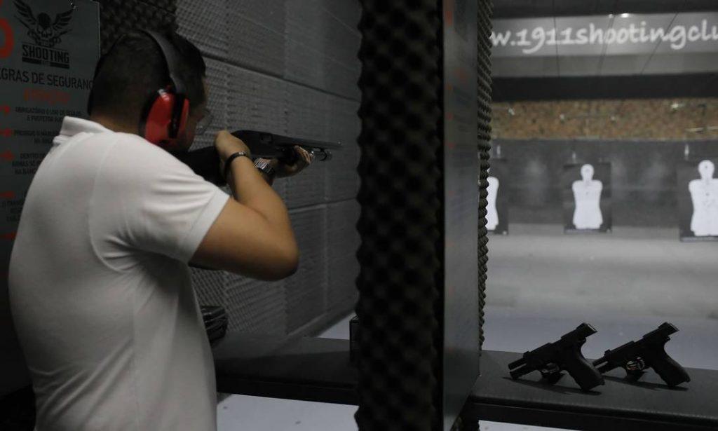 Registro de atiradores e colecionadores de armas cresce 879% em cinco anos
