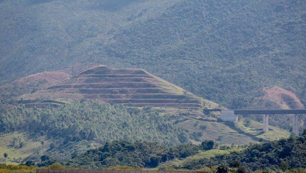 Pedaços de encosta de barragem em Barão de Cocais (MG) se desprendem, diz Vale