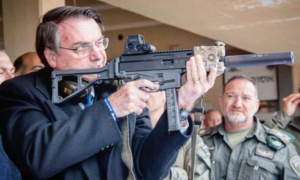 Decreto de armas de Bolsonaro libera cidadão comum para comprar fuzil