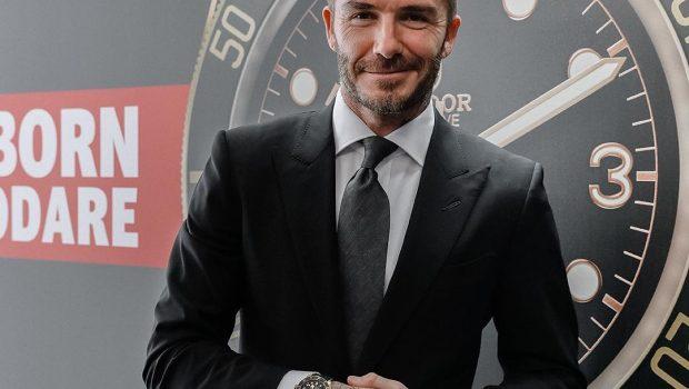 David Beckham tem carteira de habilitação suspensa após dirigir usando o celular