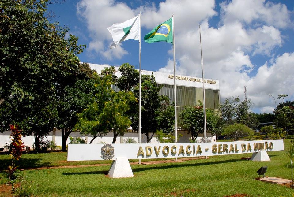 AGU defende Corte de salário de servidor