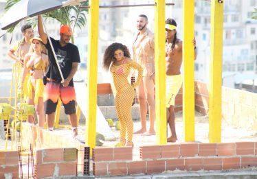 Anitta grava novo clipe com cantor Ozuna na comunidade Tavares Bastos, no Rio de Janeiro