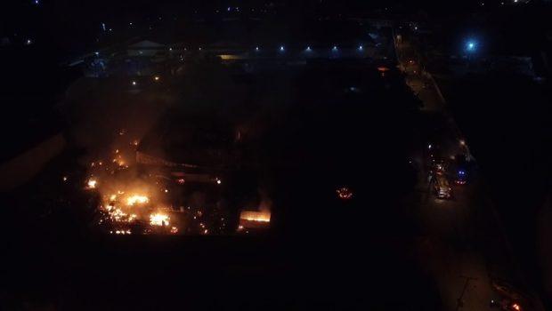 Empresa de reciclagem que pegou fogo estava com alvará vencido, diz Corpo de Bombeiros