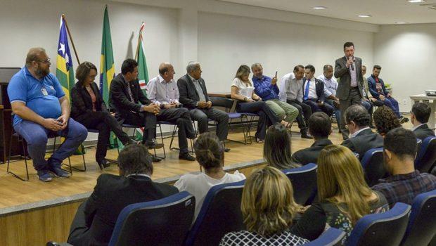 """""""Temos esperança que essa situação vai se reverter"""", destaca reitor da UFG após encontro com deputados federais"""