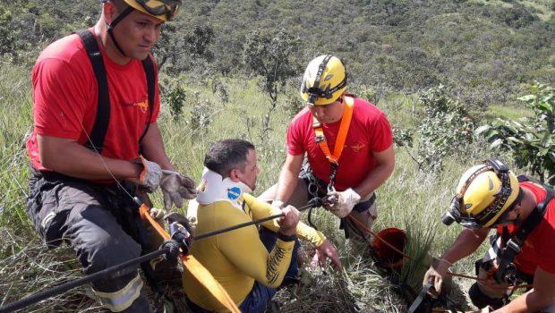 Piloto de parapente fica ferido após colidir contra paredão, em Formosa