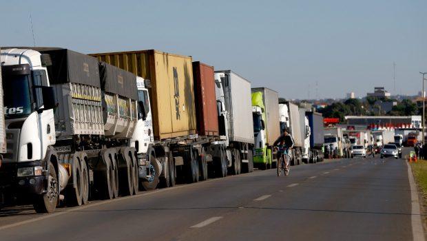 Transportadoras e caminhoneiros alertam para risco de nova paralisação