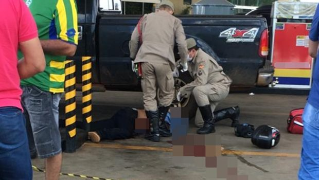 Vídeo: PM à paisana dispara contra assaltante em posto de combustíveis em Trindade