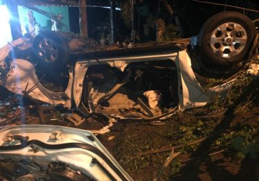 Motorista em fuga capota caminhonete na Av. Perimetral Norte; duas ocupantes morreram
