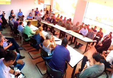 Prefeitura de Goiânia se reúne com feirantes e empresários para discutir reforma na Praça do Trabalhador
