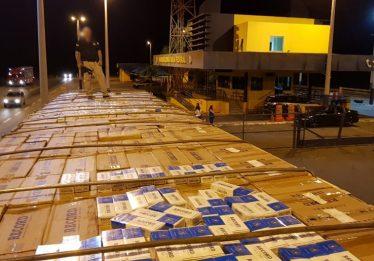 Motorista abandona carreta com cigarros contrabandeados em Morrinhos