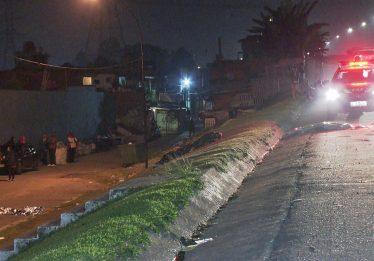 Menino de 7 anos morre atropelado após buscar bola em rodovia, em São Paulo