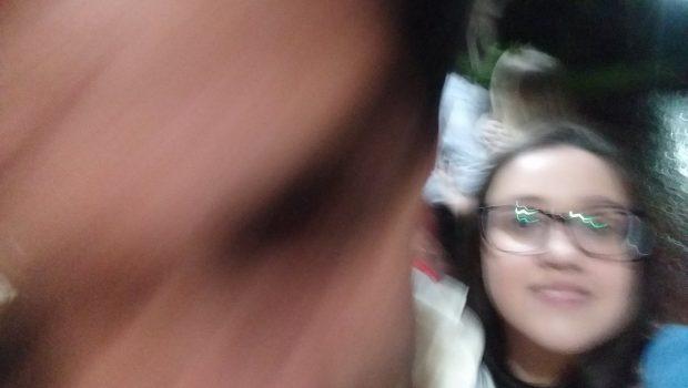 Goiana viraliza nas redes sociais após tirar foto tremida com Alexandre Pato