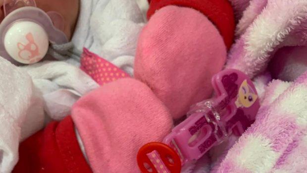 Mãe doa bebê, se arrepende e denuncia casal que o adotou ilegalmente