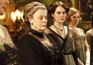 'Downton Abbey', o filme, ganha trailer com beijo gay e visita da realeza britânica
