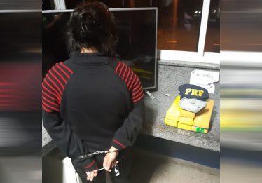 Jovem é presa com maconha em ônibus interestadual na BR-060, em Goiânia