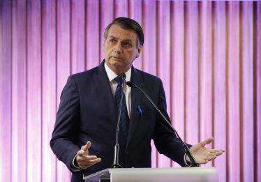 Bolsonaro cobra centrão e diz que exagerou ao chamar alunos de 'idiotas úteis'