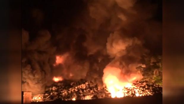Incêndio de grandes proporções mata uma pessoa e deixa pelo menos cinco feridos em Aparecida de Goiânia