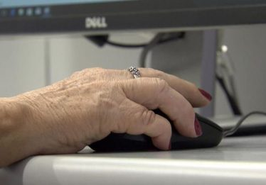 Jogos criados por alunos da UFF ajudam idosos a exercitar a mente