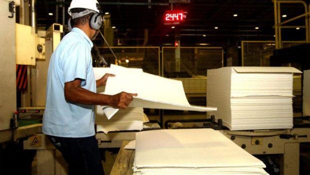 Indústria recua em 9 dos 15 locais pesquisados pelo IBGE