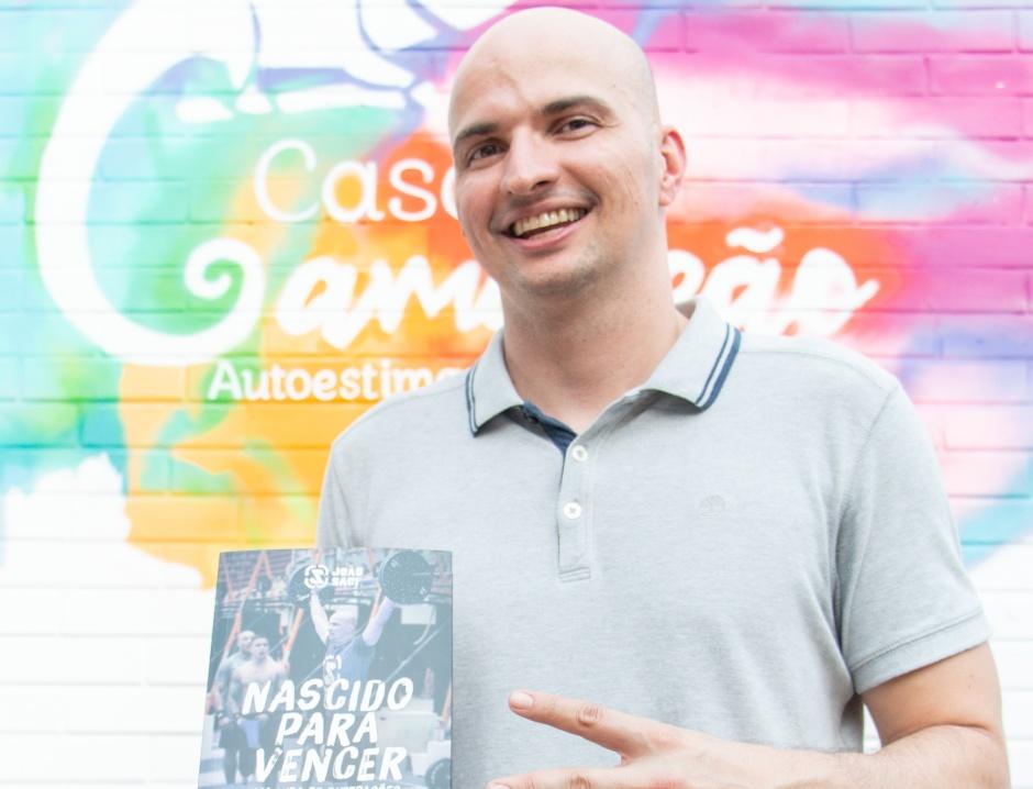 Paratleta goiano, que venceu o câncer cinco vezes, lança biografia em Goiânia