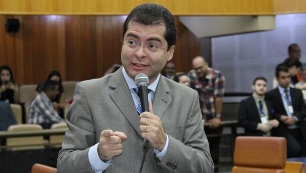 Iris nomeia Oséias Varão como seu novo líder de governo na Câmara de Goiânia