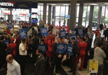 Funcionários da Avianca Brasil paralisam serviços e protestam no Rio e em SP
