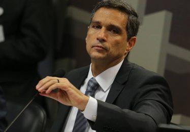Incerteza econômica adia investimentos no país, diz presidente do BC