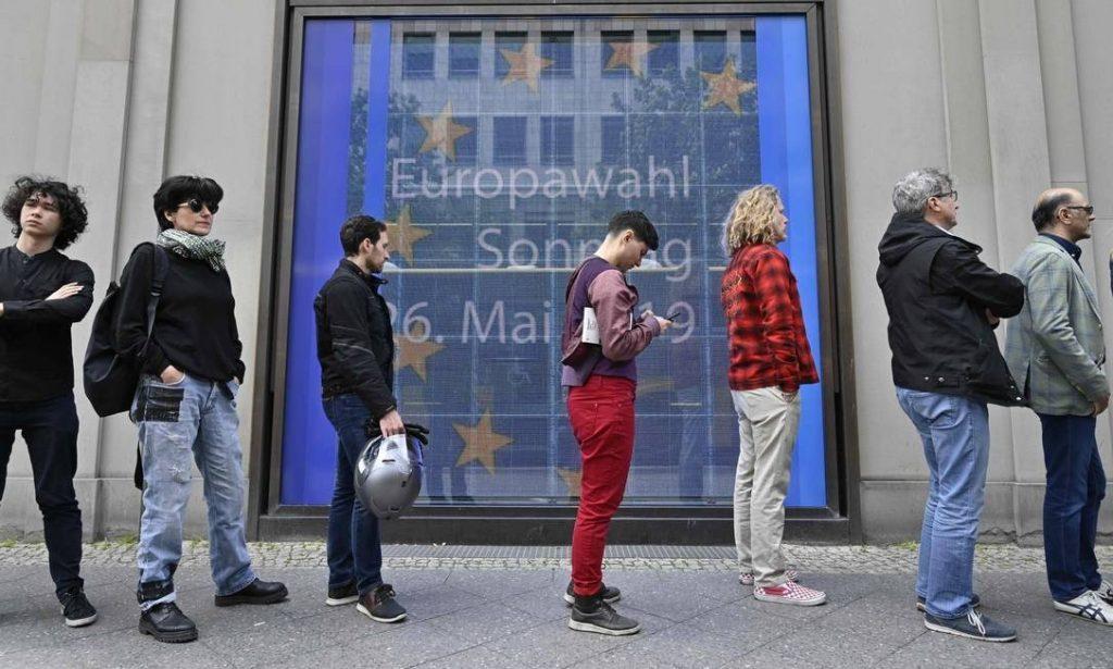 Extrema-direita vence eleição para Parlamento Europeu na França, diz pesquisa
