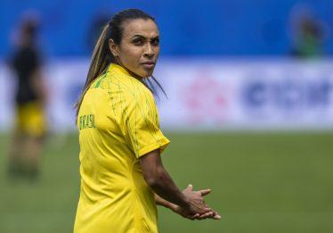 Médico da seleção diz que Marta pode jogar 90 minutos e crê na volta de Formiga