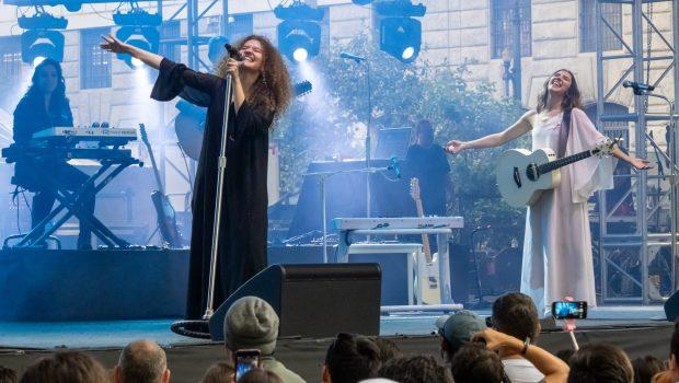 Anavitória muda letra de música para criticar Sérgio Moro em show em Curitiba